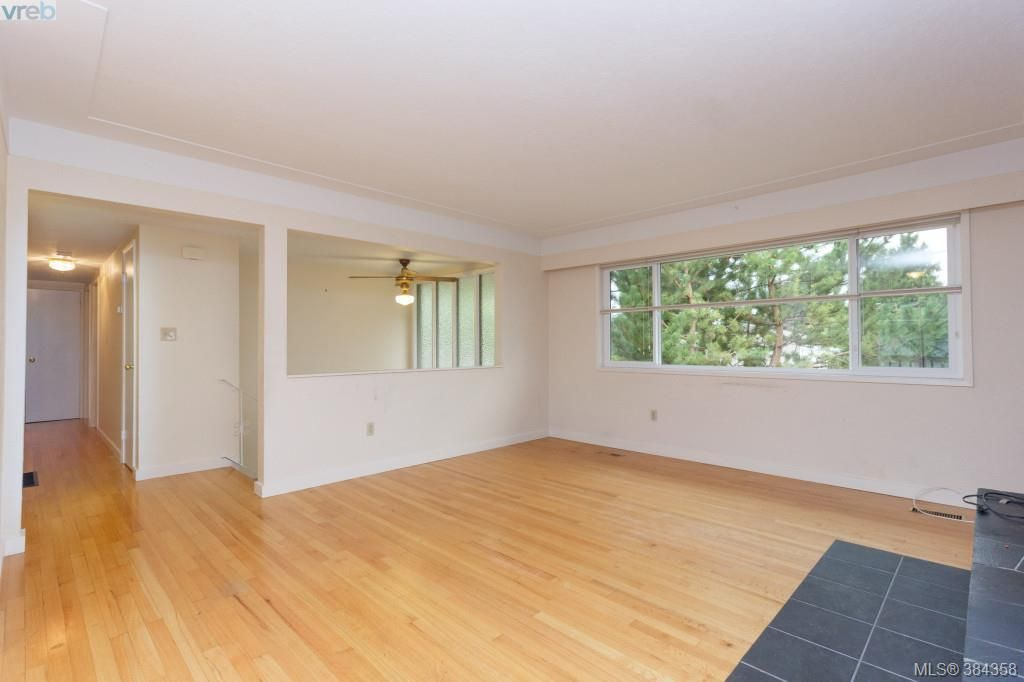 Photo 2: Photos: 2048 Melville Dr in SAANICHTON: Si Sidney North-East House for sale (Sidney)  : MLS®# 772514