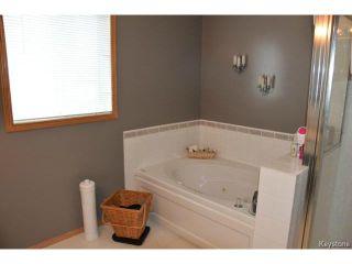 Photo 10: 2 Tilstone Bay in WINNIPEG: St Vital Residential for sale (South East Winnipeg)  : MLS®# 1416435