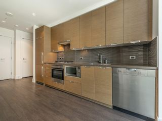 Photo 5: 210 83 Saghalie Rd in : VW Songhees Condo for sale (Victoria West)  : MLS®# 876073
