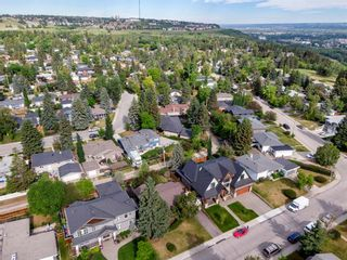 Photo 5: 15 42 Street SW in Calgary: Wildwood Detached for sale : MLS®# A1122775