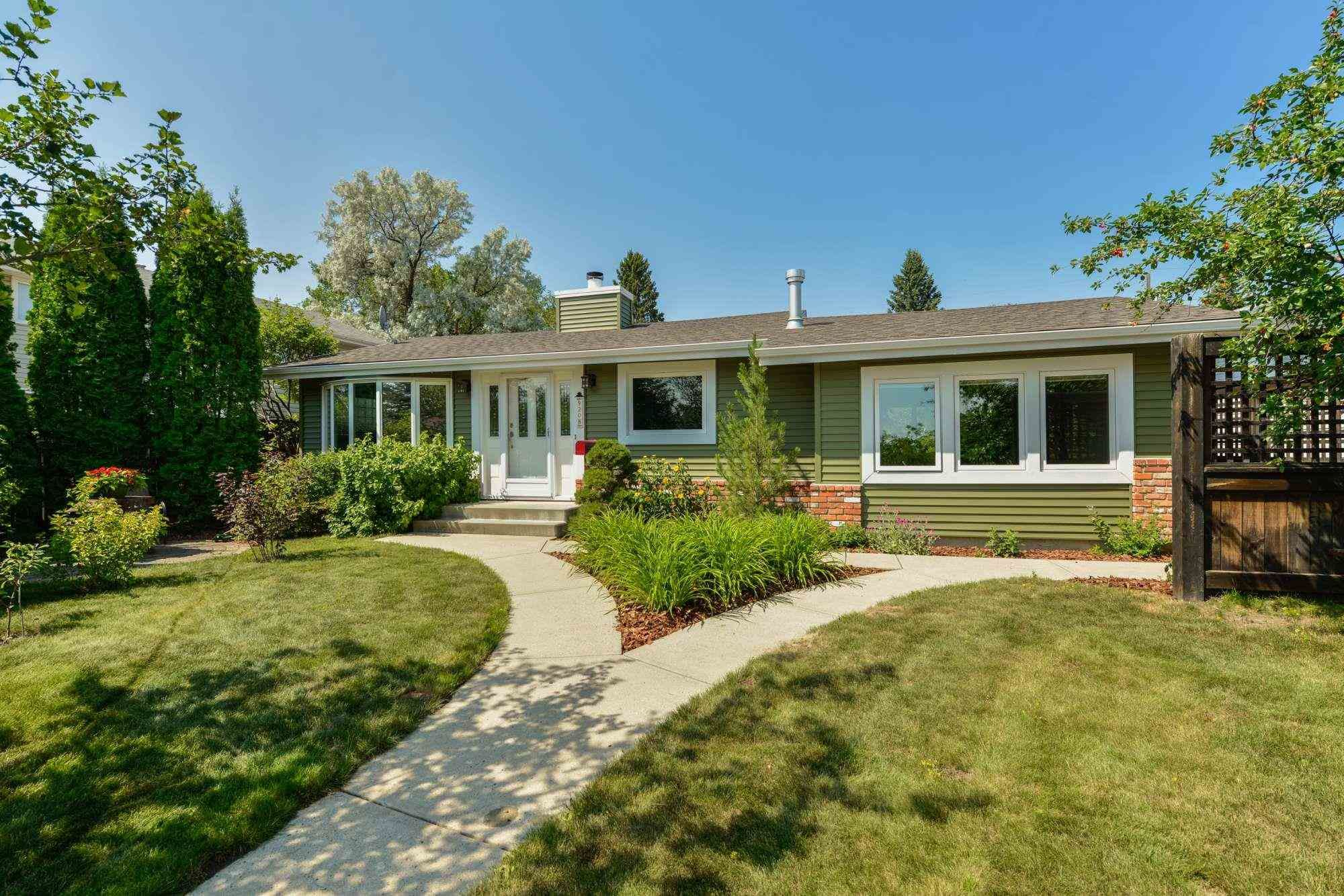 Main Photo: 9208 69 Street in Edmonton: Zone 18 House for sale : MLS®# E4253580