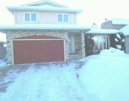 Main Photo: 58 CONSULATE: Residential for sale (Garden City)  : MLS®# 2700650