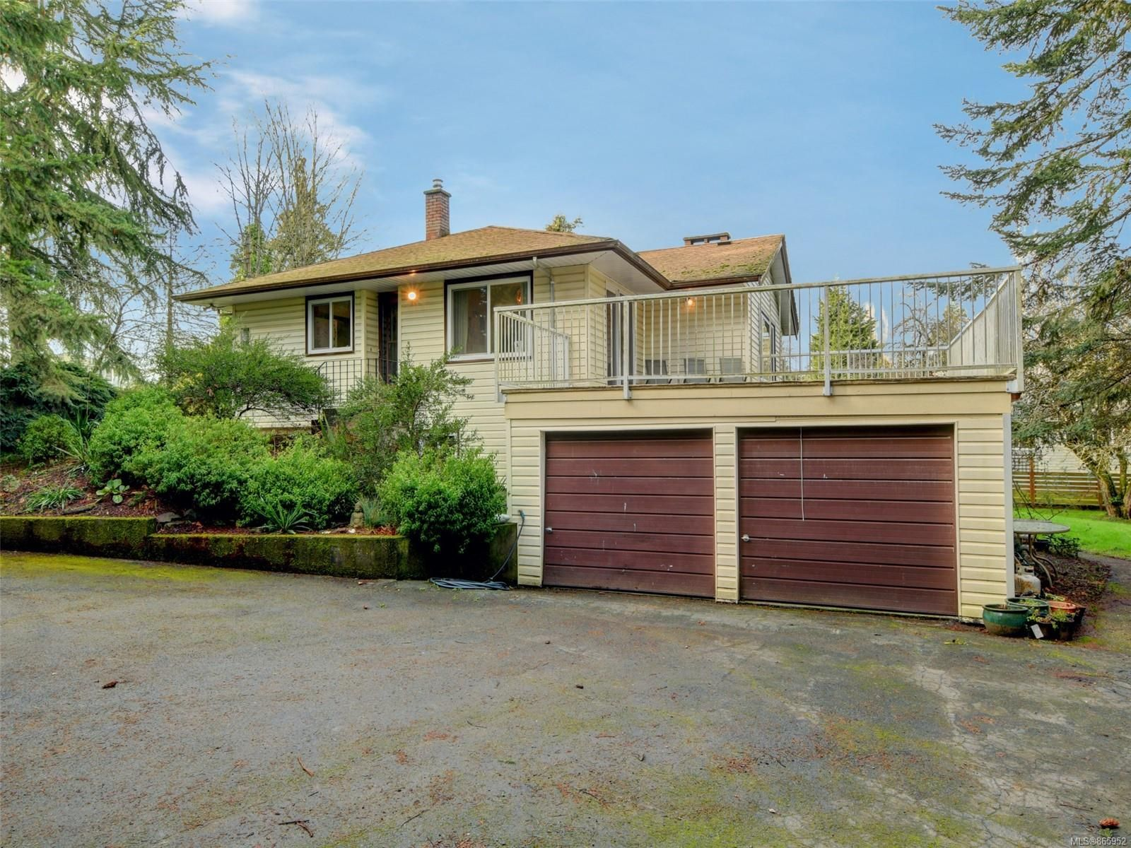 Main Photo: 7487 East Saanich Rd in : CS Saanichton House for sale (Central Saanich)  : MLS®# 865952