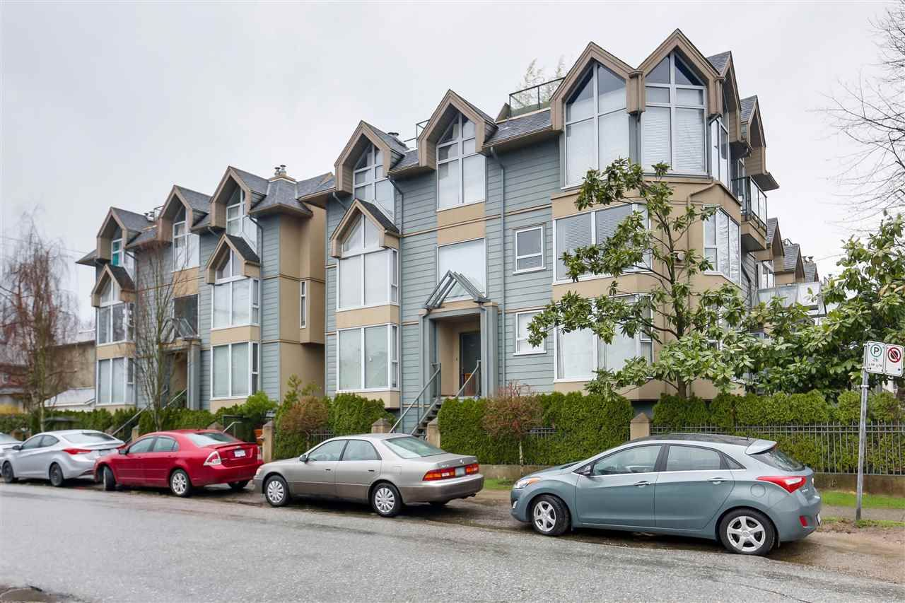 "Main Photo: 3009 LAUREL Street in Vancouver: Fairview VW Townhouse for sale in ""Fairview Court"" (Vancouver West)  : MLS®# R2149284"