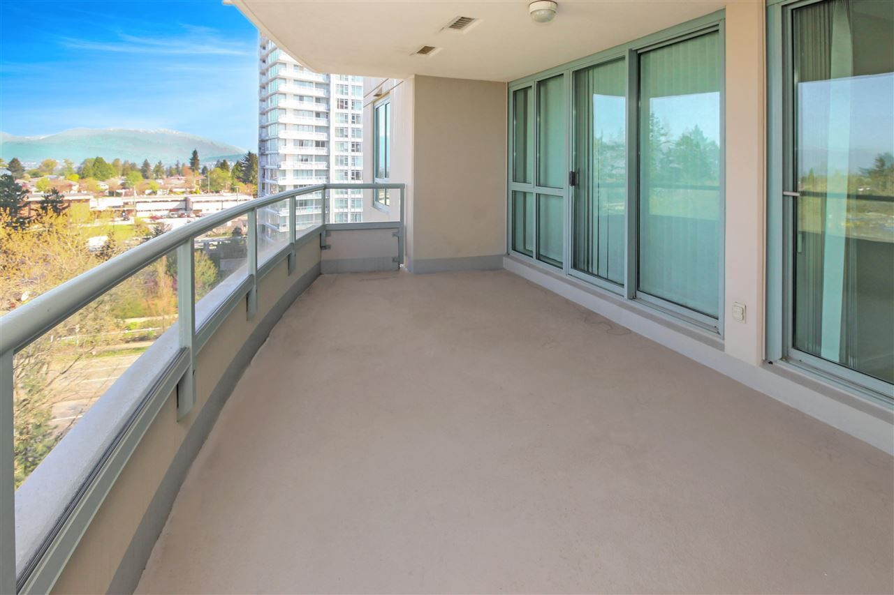"""Photo 2: Photos: 1005 6659 SOUTHOAKS Crescent in Burnaby: Highgate Condo for sale in """"Gemini II"""" (Burnaby South)  : MLS®# R2591130"""
