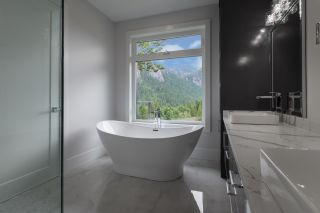 Photo 21: 2204 WINDSAIL PLACE in Squamish: Plateau House for sale : MLS®# R2464154