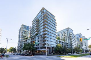 """Main Photo: 557 108 W 1ST Avenue in Vancouver: False Creek Condo for sale in """"WALL CENTRE"""" (Vancouver West)  : MLS®# R2614922"""