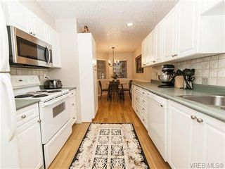 Photo 6: 2 1241 Santa Rosa Ave in VICTORIA: SW Strawberry Vale Row/Townhouse for sale (Saanich West)  : MLS®# 725343