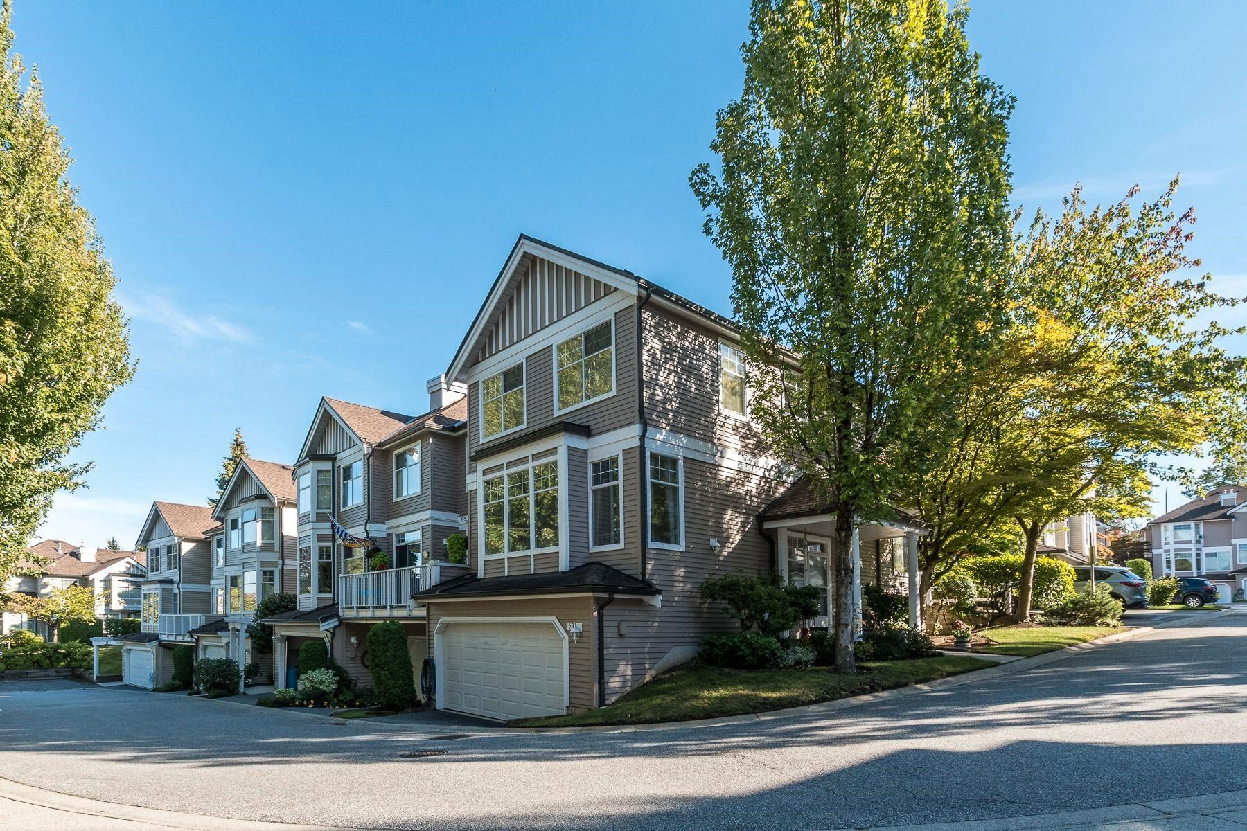 """Main Photo: 2 5950 OAKDALE Road in Burnaby: Oaklands Townhouse for sale in """"Heathercrest"""" (Burnaby South)  : MLS®# R2615796"""