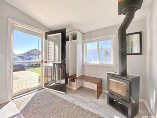 Photo 3: 718 Prairie Avenue in Outlook: Residential for sale : MLS®# SK870463