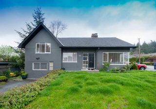 Photo 1: 902 WENTWORTH Avenue in North Vancouver: Forest Hills NV House for sale : MLS®# R2472343