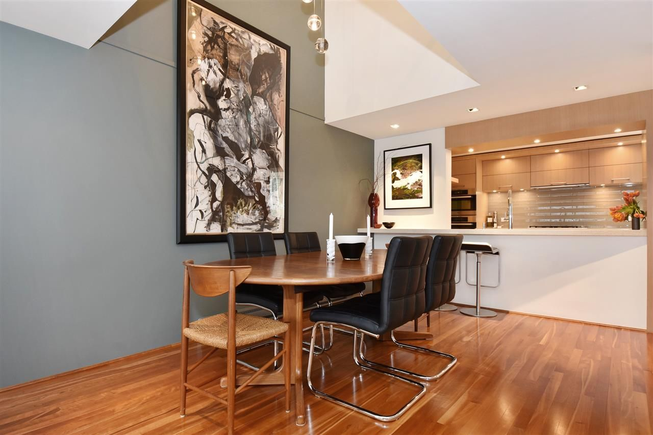 """Photo 7: Photos: 2311 OAK Street in Vancouver: Fairview VW Townhouse for sale in """"OAKVIEW TERRACE"""" (Vancouver West)  : MLS®# R2151089"""