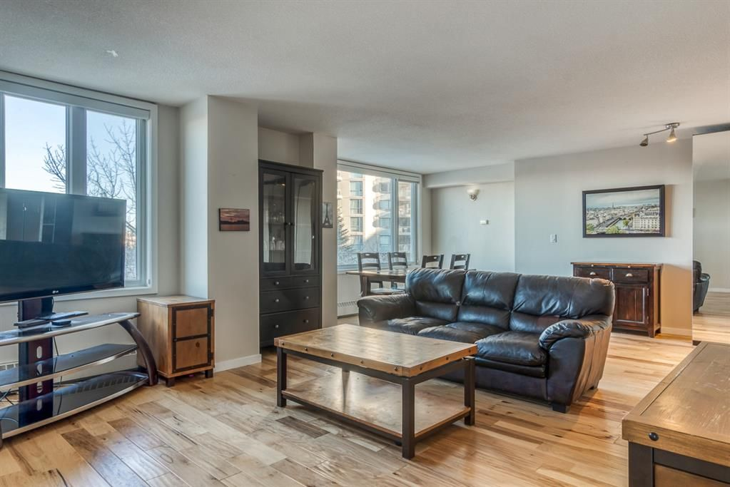 Main Photo: 450 310 8 Street SW in Calgary: Eau Claire Apartment for sale : MLS®# A1060648