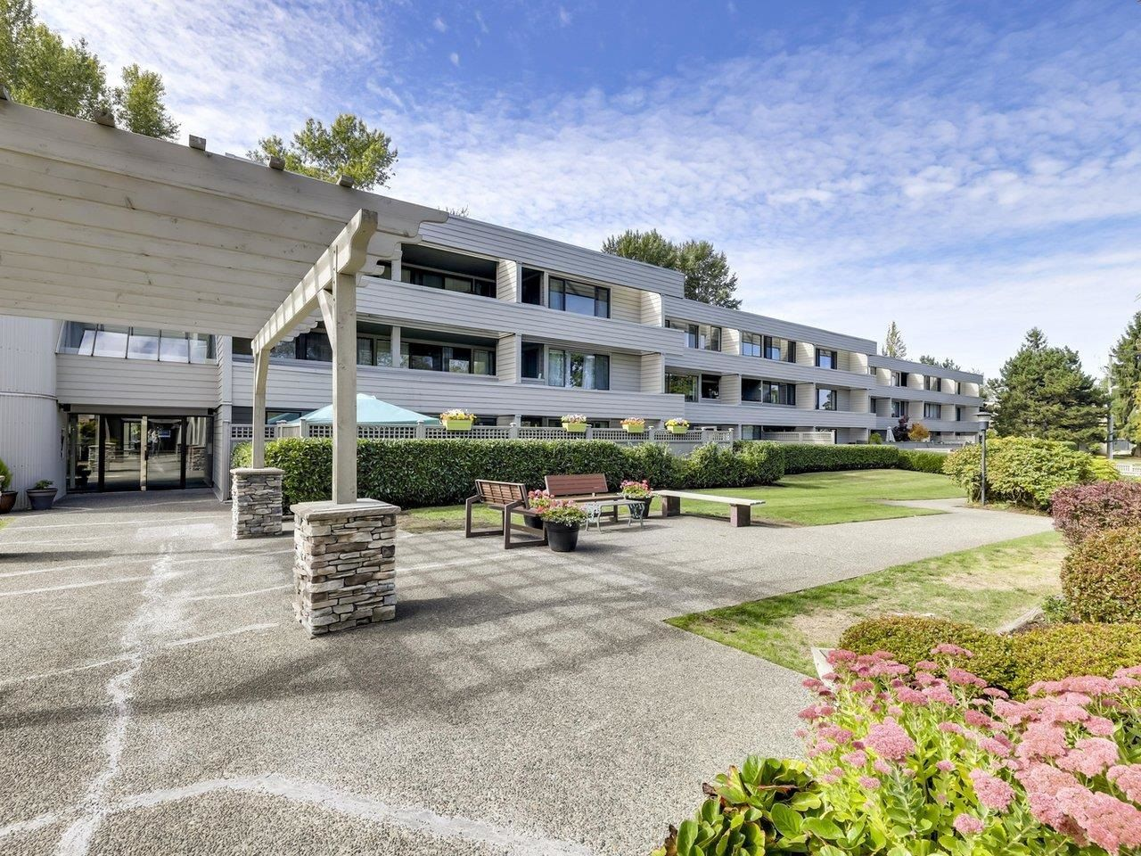 """Main Photo: 205 15272 19 Avenue in Surrey: King George Corridor Condo for sale in """"PARKVIEW PLACE"""" (South Surrey White Rock)  : MLS®# R2620365"""