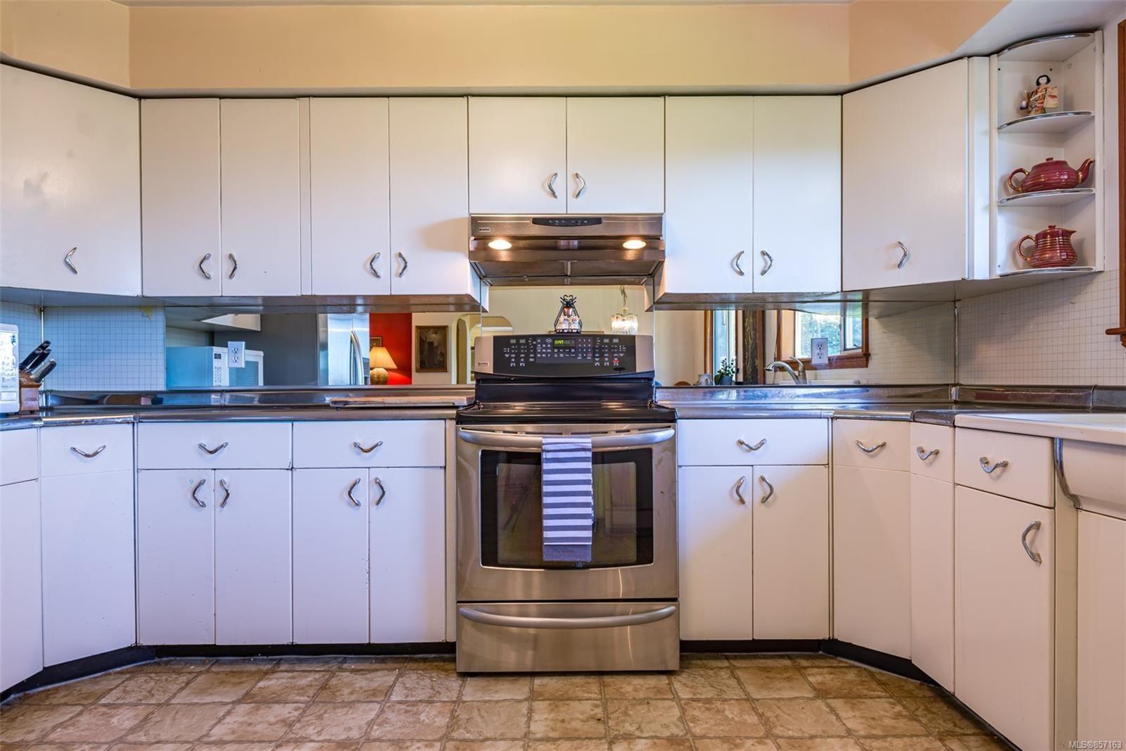 Photo 16: Photos: 4241 Buddington Rd in : CV Courtenay South House for sale (Comox Valley)  : MLS®# 857163