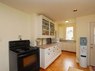 Photo 8: 1904 Leighton Rd in Victoria: Residential for sale : MLS®# 291379