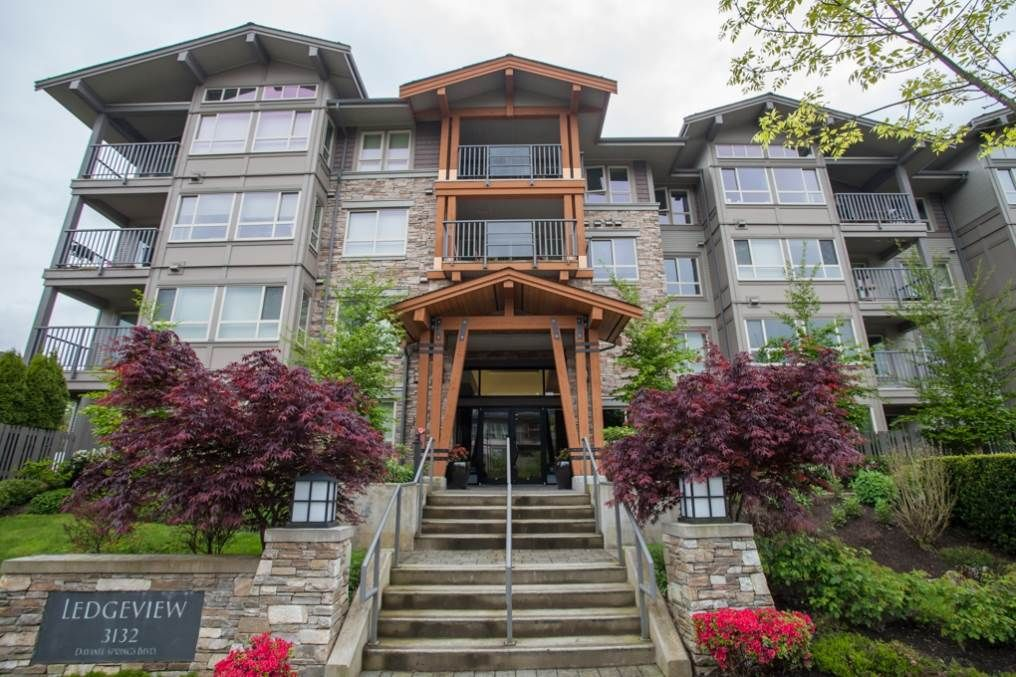 "Main Photo: 519 3132 DAYANEE SPRINGS Boulevard in Coquitlam: Westwood Plateau Condo for sale in ""LEDGEVIEW"" : MLS®# R2038972"