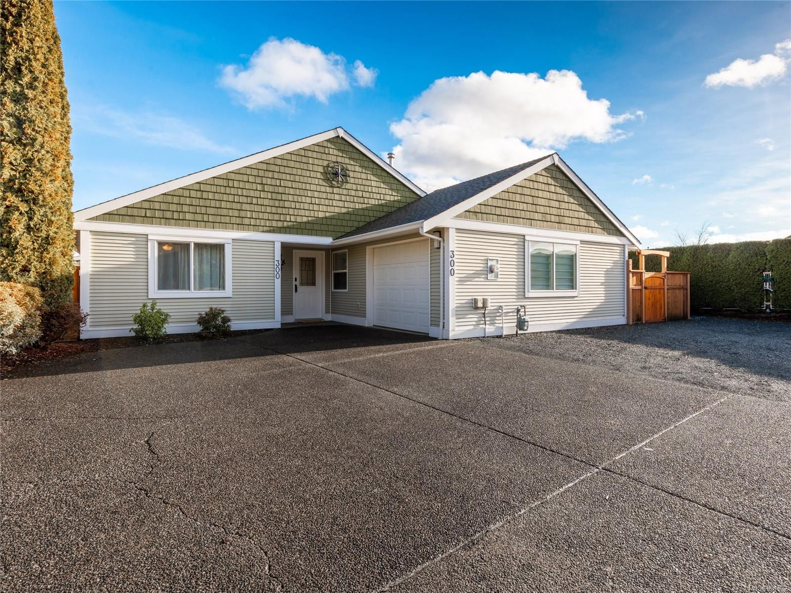 Photo 1: Photos: 300 Church Rd in : PQ Parksville House for sale (Parksville/Qualicum)  : MLS®# 861932