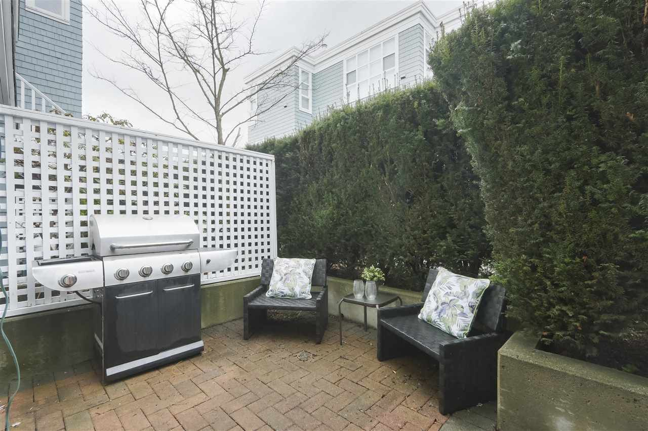"""Photo 18: Photos: 103 657 W 7TH Avenue in Vancouver: Fairview VW Townhouse for sale in """"THE IVYS"""" (Vancouver West)  : MLS®# R2348649"""
