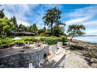 Photo 2: 8381 Lochside Dr in SAANICHTON: CS Turgoose House for sale (Central Saanich)  : MLS®# 733572