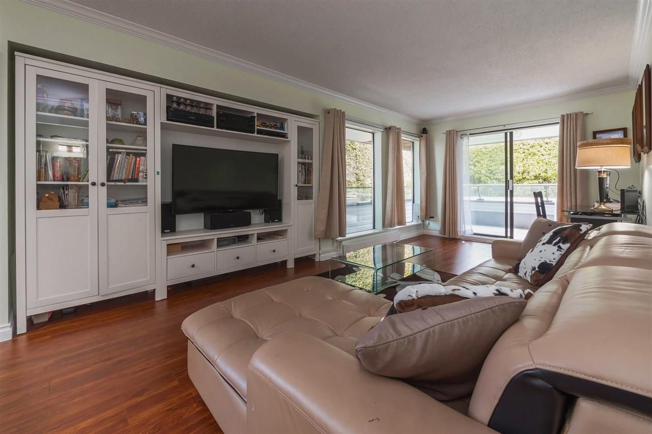 """Main Photo: 104 1341 GEORGE Street: White Rock Condo for sale in """"Oceanview"""" (South Surrey White Rock)  : MLS®# R2372643"""