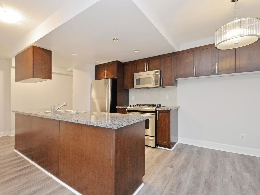 """Photo 8: Photos: 403 3811 HASTINGS Street in Burnaby: Vancouver Heights Condo for sale in """"MONDEO"""" (Burnaby North)  : MLS®# R2119090"""