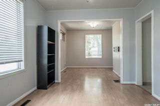 Photo 6: 401 Vancouver Avenue South in Saskatoon: Meadowgreen Residential for sale : MLS®# SK860917