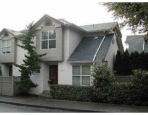 Main Photo: 4 920 TOBRUCK AV in North Vancouver: Home for sale : MLS®# V617502