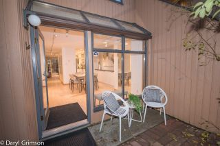 "Photo 2: 1006 IRONWORK PASSAGE in Vancouver: False Creek Townhouse for sale in ""Marine Mews"" (Vancouver West)  : MLS®# R2420267"