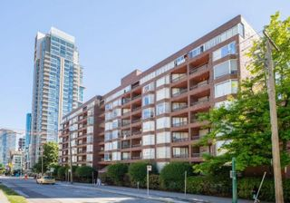 """Photo 1: 514 950 DRAKE Street in Vancouver: Downtown VW Condo for sale in """"Anchor Point 2"""" (Vancouver West)  : MLS®# R2591063"""