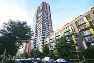 "Photo 1: 801 33 SMITHE Street in Vancouver: Yaletown Condo for sale in ""COOPERS LOOKOUT"" (Vancouver West)  : MLS®# R2448170"