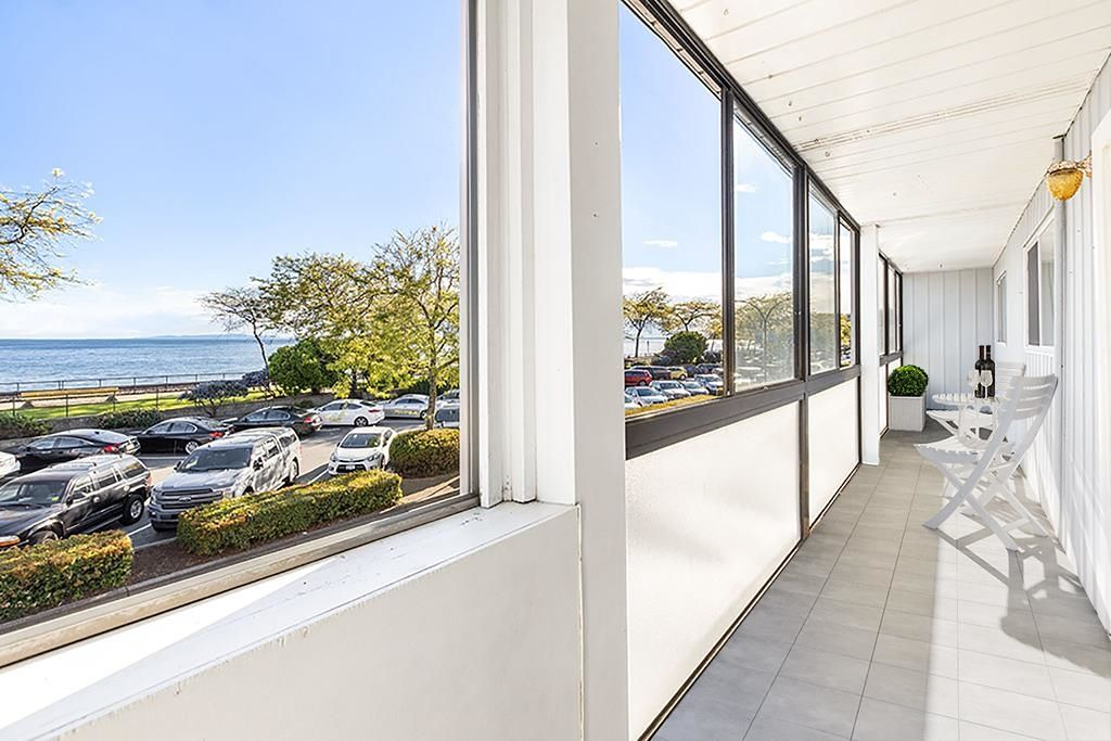 """Photo 4: Photos: 111 14881 MARINE Drive: White Rock Condo for sale in """"DRIFTWOOD ARMS"""" (South Surrey White Rock)  : MLS®# R2595780"""