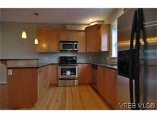 Photo 4: 156 Linden Ave in VICTORIA: Vi Fairfield West Half Duplex for sale (Victoria)  : MLS®# 421045