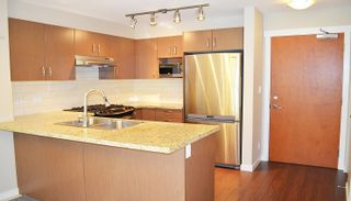 Photo 4: 213 3097 Lincoln Avenue in Coquitlam: New Horizons Condo for sale : MLS®# R2111753