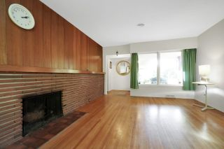Photo 3: 946 GLENORA Avenue in North Vancouver: Edgemont House for sale : MLS®# R2521306