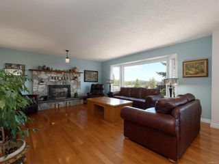 Photo 2: 3389 Mary Anne Cres in : Co Triangle House for sale (Colwood)  : MLS®# 855310