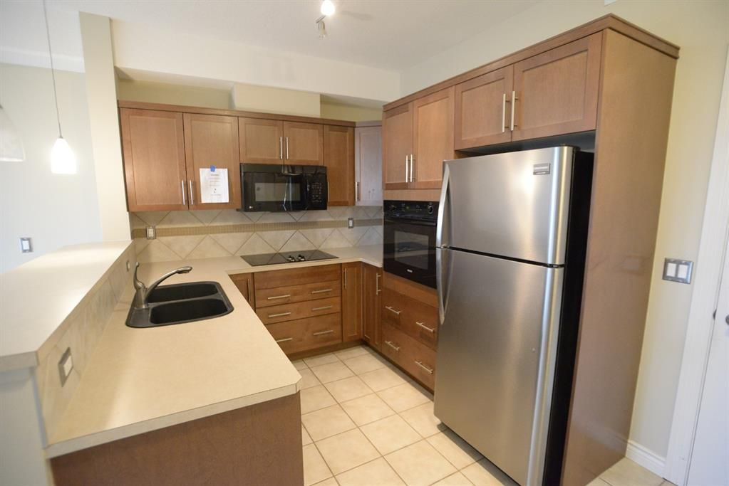 Main Photo: 204 26 VAL GARDENA View SW in Calgary: Springbank Hill Apartment for sale : MLS®# A1045498