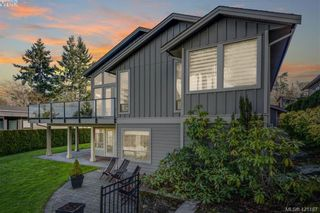 Photo 2: 6898 Mckenna Crt in BRENTWOOD BAY: CS Brentwood Bay House for sale (Central Saanich)  : MLS®# 833582