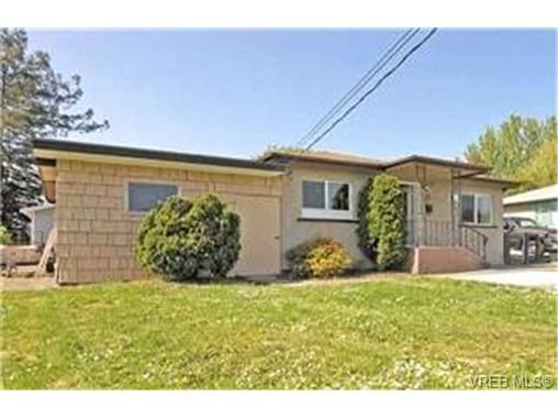 Main Photo:  in VICTORIA: VR Hospital House for sale (View Royal)  : MLS®# 397825