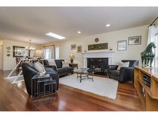 Photo 3: 14779 RUSSELL Avenue: White Rock House for sale (South Surrey White Rock)  : MLS®# R2171481