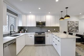 Photo 13: 64 Glamis Gardens SW in Calgary: Glamorgan Row/Townhouse for sale : MLS®# A1112302