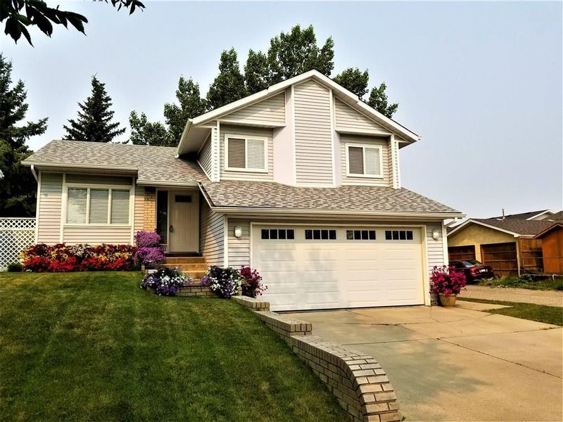 FEATURED LISTING: 1003 14 Street Southeast High River
