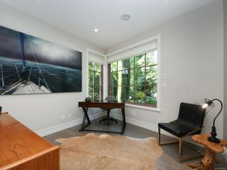 Photo 19: 2003 Runnymede Ave in : Vi Fairfield East House for sale (Victoria)  : MLS®# 853915