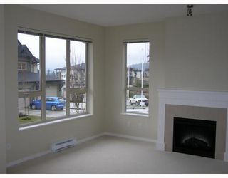 """Photo 4: 84 1357 PURCELL Drive in Coquitlam: Westwood Plateau Townhouse for sale in """"WHITETAIL"""" : MLS®# V755813"""