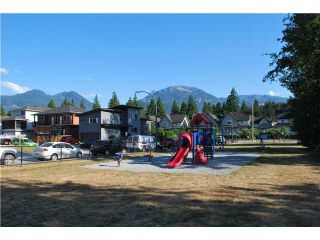 """Photo 7: 20 1821 WILLOW Crescent in Squamish: Garibaldi Estates Townhouse for sale in """"WILLOW VILLAGE"""" : MLS®# V1061460"""