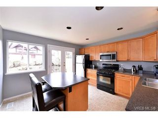 Photo 5: 693 Sunshine Terr in VICTORIA: La Thetis Heights House for sale (Langford)  : MLS®# 735225