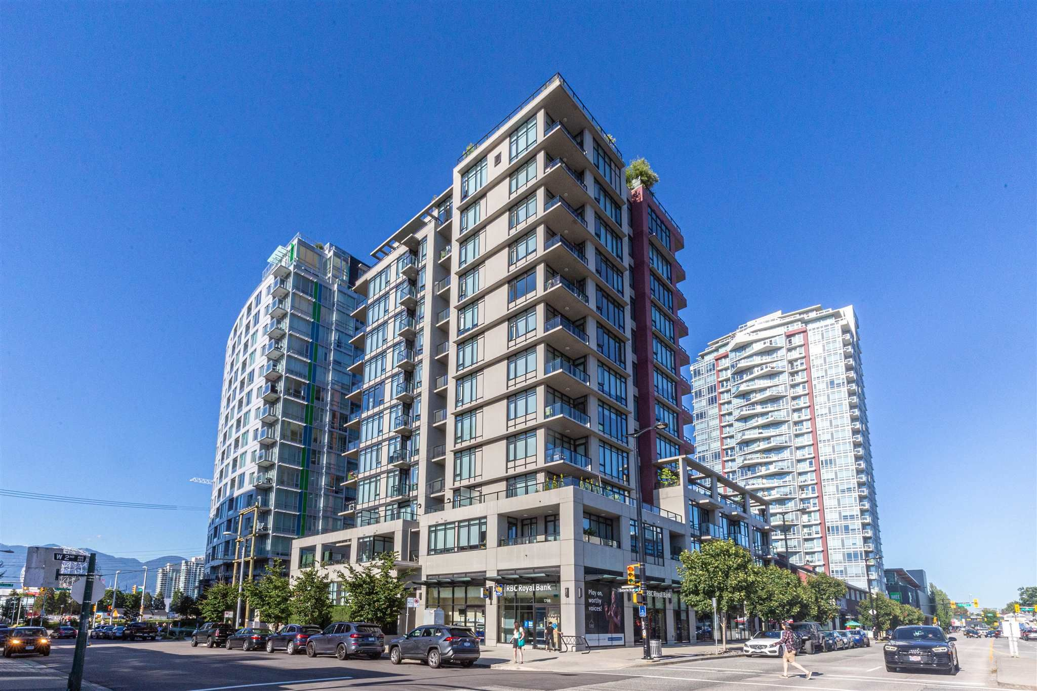 """Main Photo: 801 1788 ONTARIO Street in Vancouver: Mount Pleasant VE Condo for sale in """"PROXIMITY"""" (Vancouver East)  : MLS®# R2605195"""