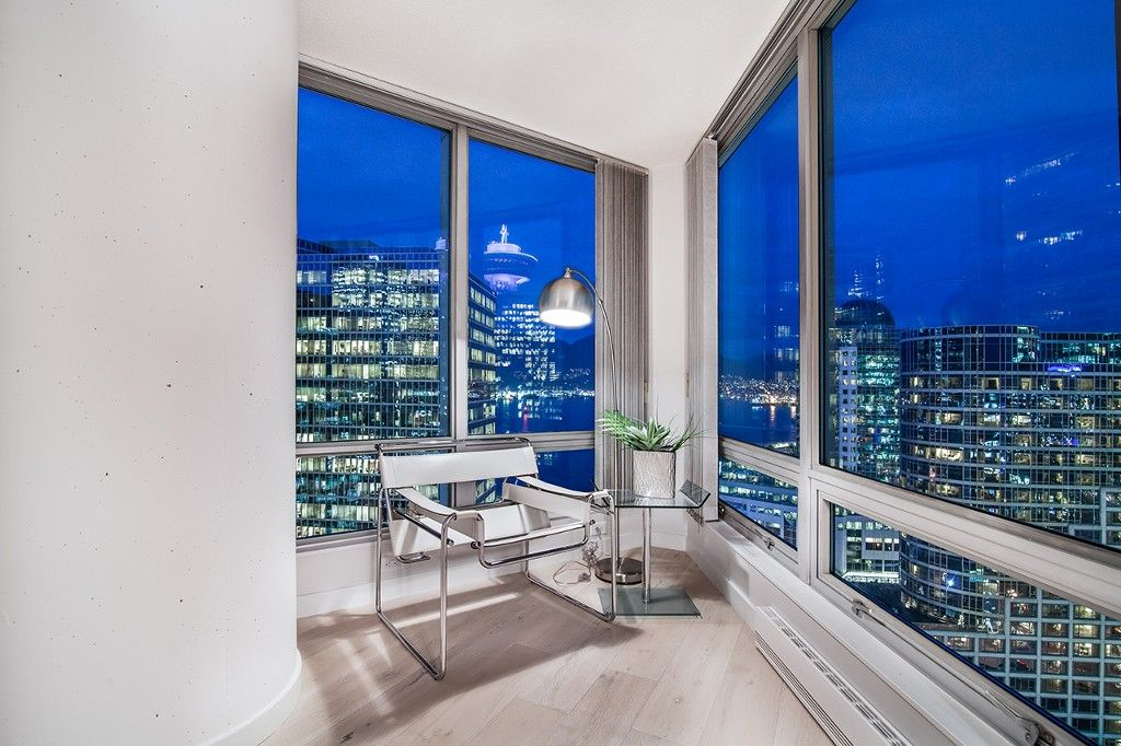 """Main Photo: 1901 837 W HASTINGS Street in Vancouver: Downtown VW Condo for sale in """"TERMINAL CITY CLUB"""" (Vancouver West)  : MLS®# R2134243"""