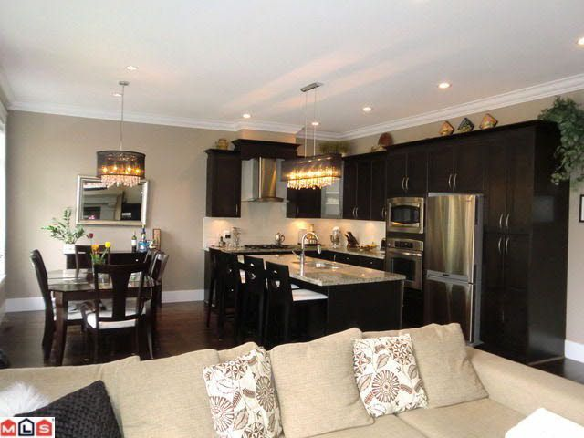 Main Photo: 25 2456 163RD STREET in : Grandview Surrey Townhouse for sale : MLS®# F1112760