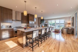 Photo 5: 2707 1 Avenue NW in Calgary: West Hillhurst Detached for sale : MLS®# A1060233